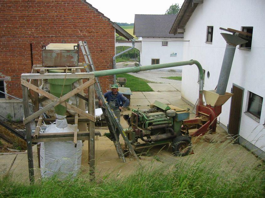 die erste selbst konstruierte Lehmmühle