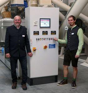 Johann und Stephan Egginger bei der Inbetriebnahme
