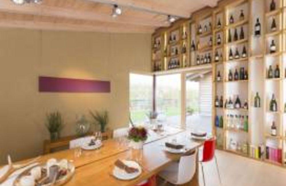 Weinhandel - Weinverkostungsraum in Bad Birnbach
